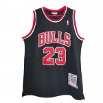 Camiseta Michael Jordan #23 Chicago Bulls 98/99 Negro Mitchell & Ness Edition